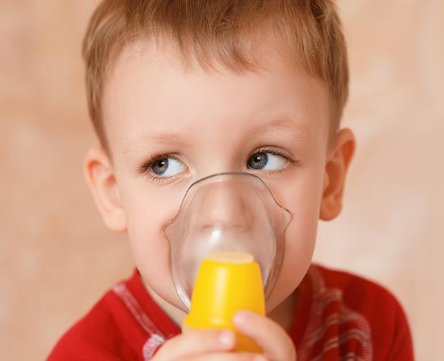 inhalacja nebulizacja dizecko chłopiec